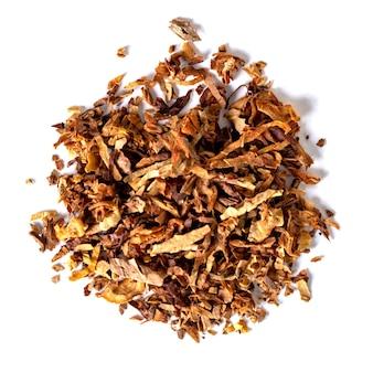 Gedroogde rooktabak geïsoleerd op een witte achtergrond