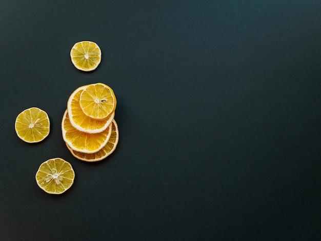 Gedroogde schijfjes citroen en sinaasappel
