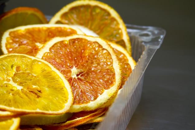 Gedroogde sinaasappel en citroen plakjes achtergrond