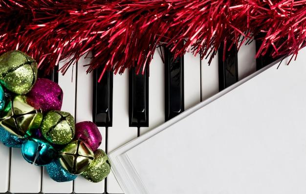 Gedrukte teksten op de pianto met jingle bells