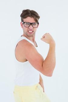 Geeky hipster poseren in sportkleding