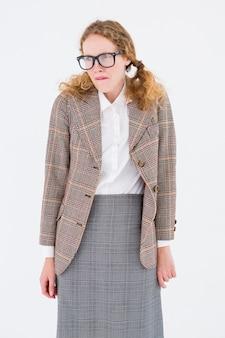 Geeky hipster vrouw op zoek nerveus