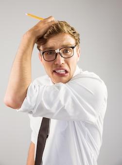 Geekyzakenman die uit gestrest kijkt
