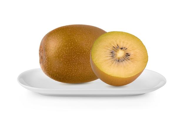 Geel kiwifruit in witte geïsoleerde plaat