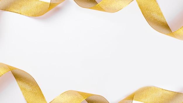 Geel lint op tafel