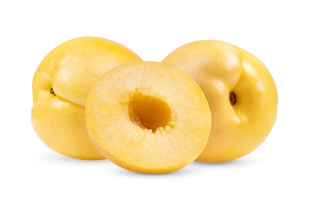 Geel nectarinefruit op witte achtergrond