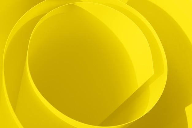 Geel papierwerveling als spiraal. abstracte trendy achtergrond in verhelderende kleur van het jaar 2021.