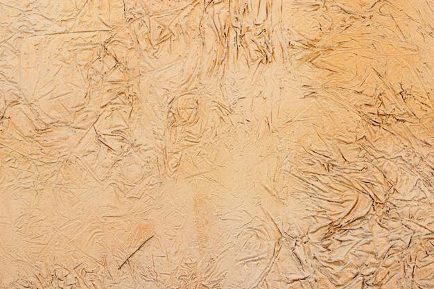 Geel stucwerk gecoat en geverfd exterieur, ruw gegoten cement en betonnen muurtextuur