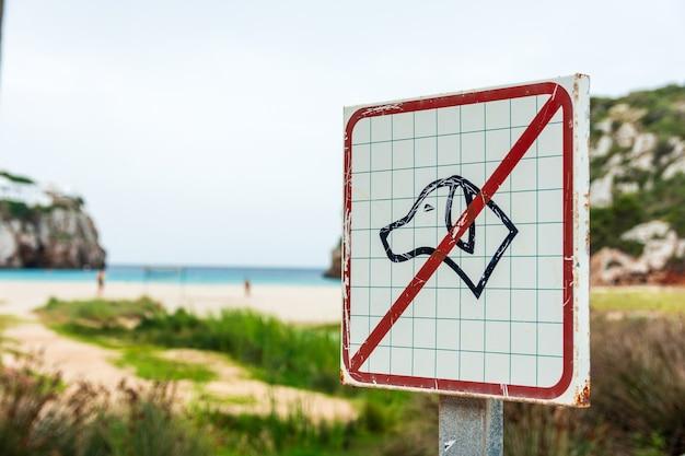 Geen honden toegestaan op het strandbord