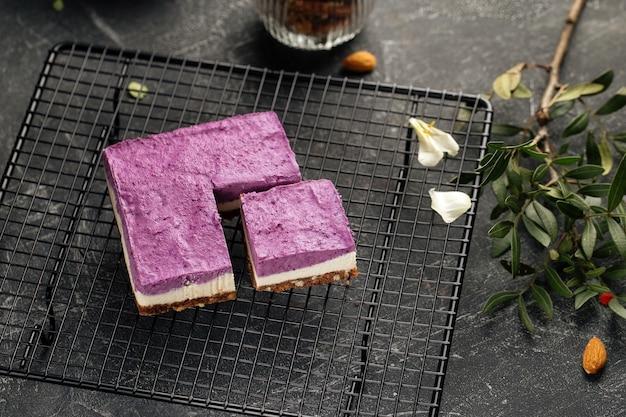 Geen milieuvriendelijke bosbessencake bakken op een metalen rooster