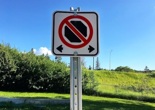 Geen parkeren verkeersbord in het park