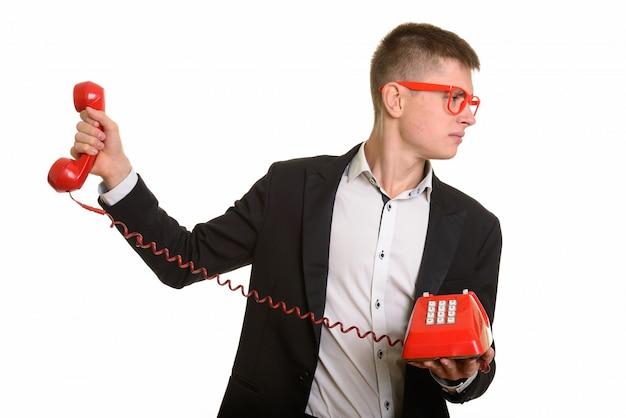 Geërgerd jonge zakenman die oude telefoon