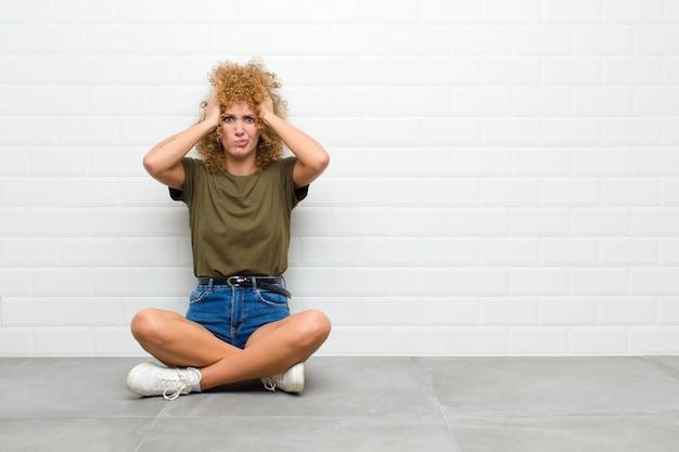 Gefrustreerd en geïrriteerd voelen, ziek en moe zijn van mislukking, genoeg hebben van saaie, saaie taken