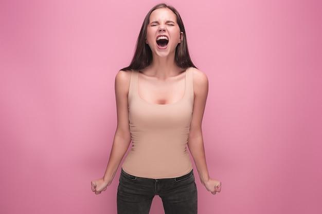 Gefrustreerde jonge vrouw schreeuwen
