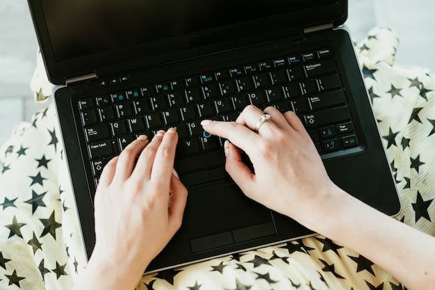 Gegevensinvoer freelancetaak. online werken en geld verdienen