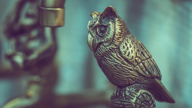 Gegraveerde metalen vogel