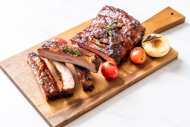 Gegrild barbecue ribben varkensvlees