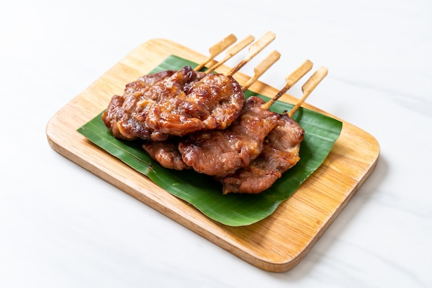 Gegrild spiesjesvlees met witte kleefrijst