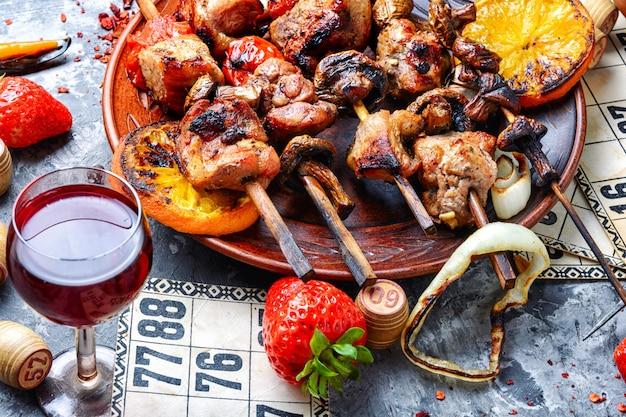Gegrild vlees en bordspellen