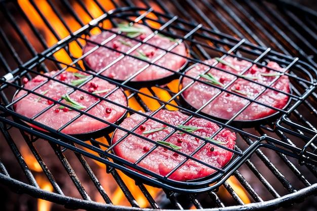 Gegrild vlees op de grill