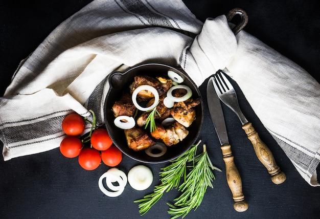 Gegrild vlees op de pan