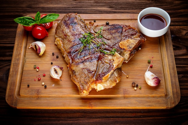 Gegrilde bbq t-bone steak