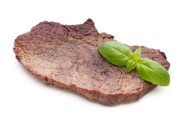 Gegrilde bio rundvleeslapjes vlees met geïsoleerde kruiden