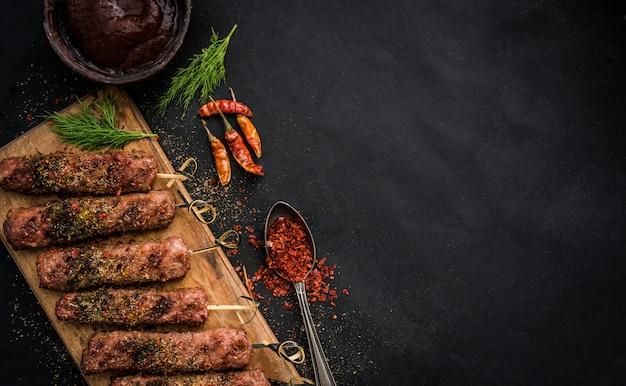 Gegrilde kebab met kruiden
