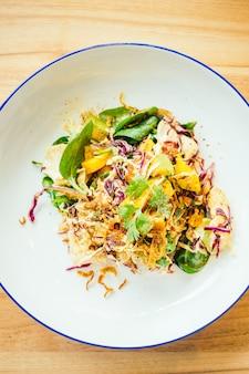 Gegrilde kip met plantaardige salade