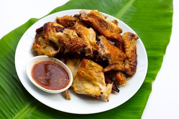 Gegrilde kip, thais eten op bananenblad