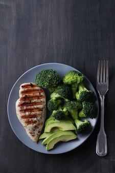 Gegrilde kipfilet met broccoli