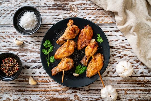 Gegrilde kippenbarbecue met peper en knoflook