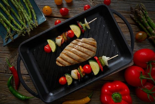 Gegrilde kippenborst met brochette groente