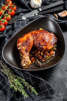 Gegrilde kippenpoten met kruiden en knoflook