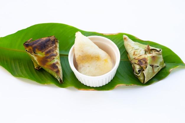 Gegrilde kleefrijst in bananenblad met mungbonen vulling