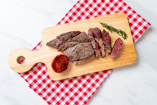 Gegrilde medium rare biefstuk