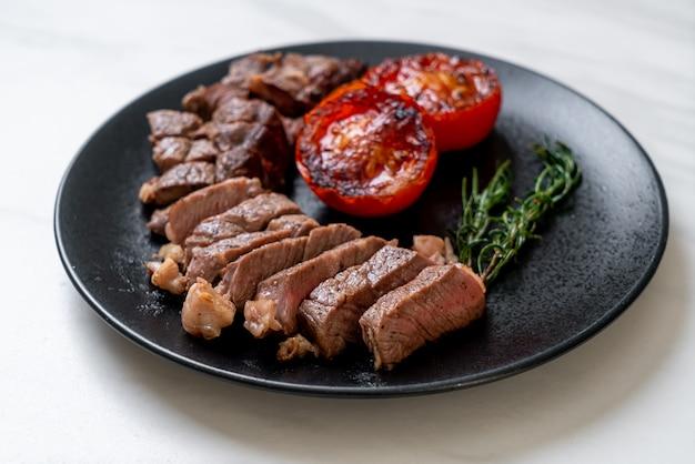 Gegrilde middelgrote zeldzame biefstuk