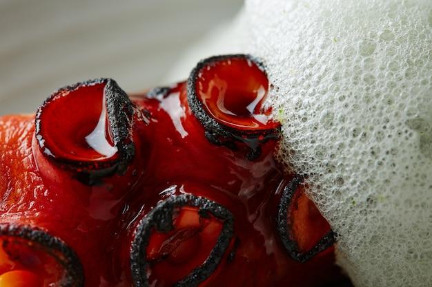 Gegrilde octopus met peterselie-luchtschuim