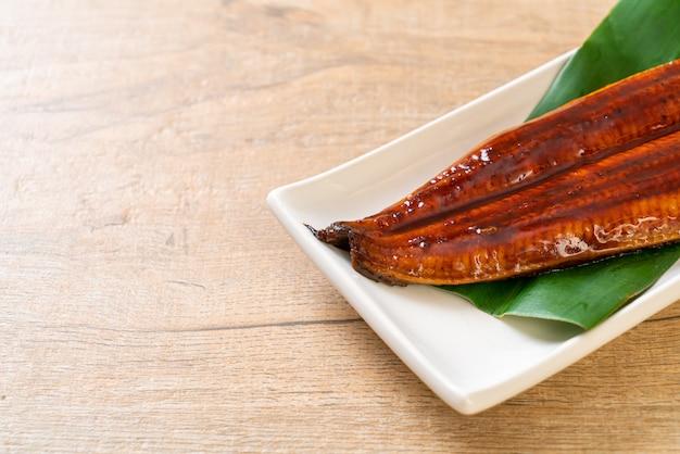 Gegrilde paling of gegrilde unagi met saus (kabayaki). japans eten.