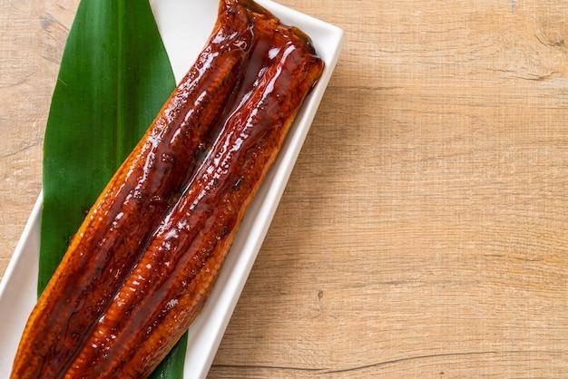 Gegrilde paling of gegrilde unagi met saus (kabayaki), japans eten.