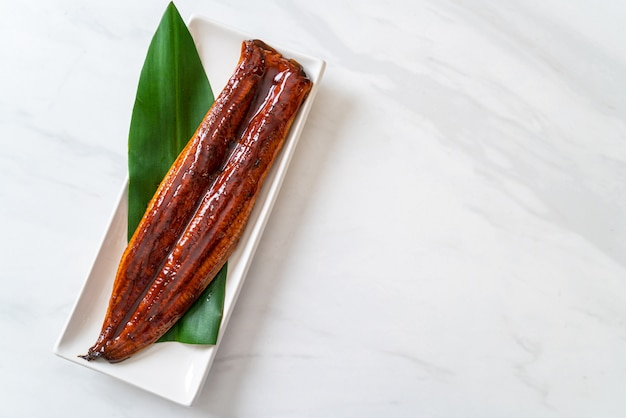 Gegrilde paling of gegrilde unagi met saus (kabayaki). .japans eten.
