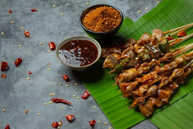 Gegrilde pittige chili het heet maha versier het gerecht prachtig.