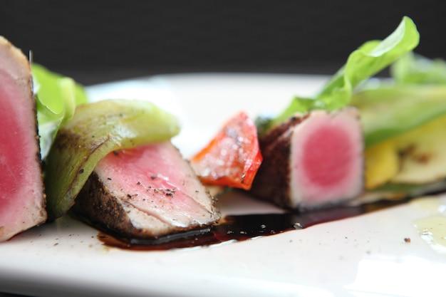 Gegrilde tonijnsteak