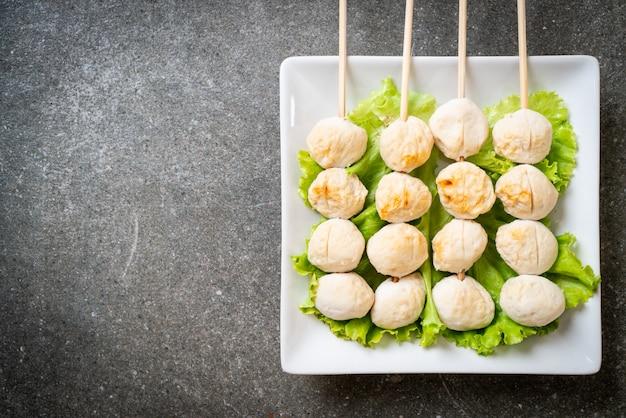 Gegrilde varkensballetjes met zoete chilisaus