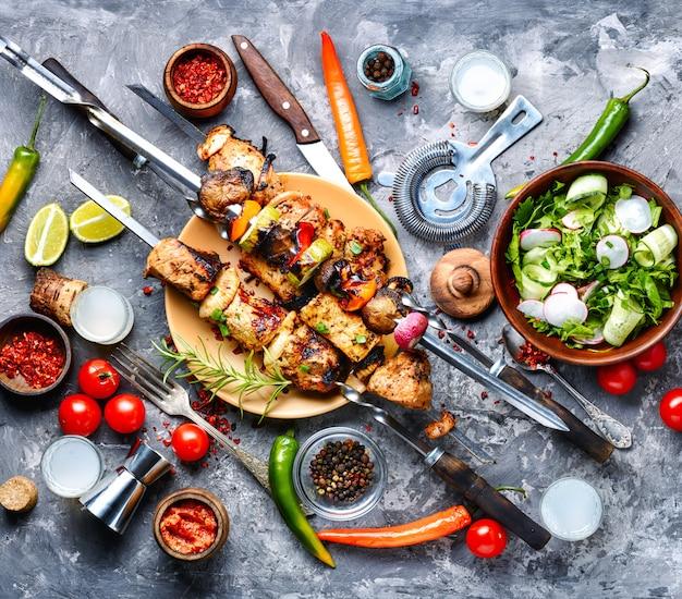 Gegrilde vleesspiesjes of shish kebab