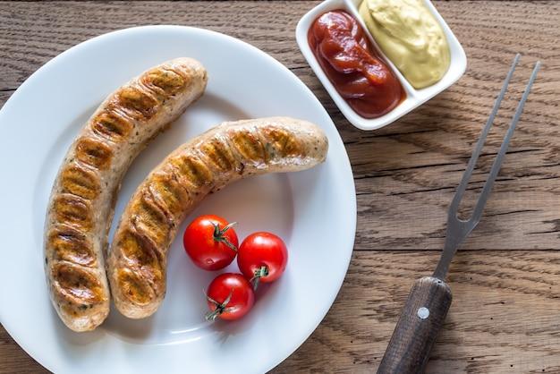 Gegrilde worstjes met tomaat en mosterdsaus