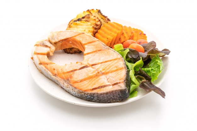 Gegrilde zalm steak filet met groente