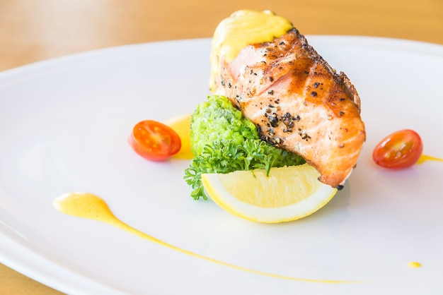 Gegrilde zalm steak