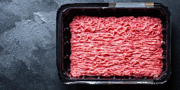 Gehakt vlees, gemalen varkensvlees of rundvlees, kip of kalkoen koken met verse ingrediënten