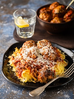 Gehaktballen met pasta in tomatensaus